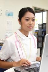 仕事をする看護師のイメージ写真