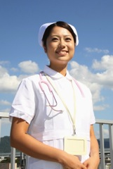 明るく働く看護師のイメージ写真