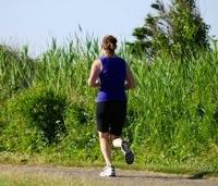 ジョギングする女性のイメージ写真