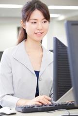 総合職で働く女性のイメージ写真
